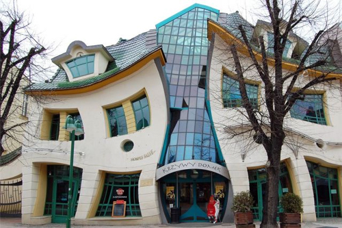 6 World's Weirdest Buildings