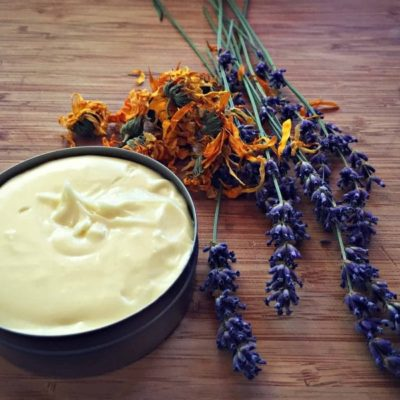 Homemade Healing Cream  With Comfrey and Marigold In Less Than 20 Minutes