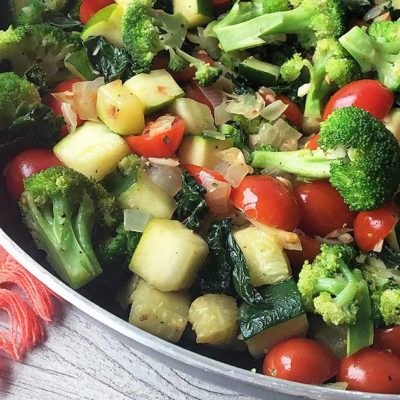 Healthy Food : Low-calorie 15 minute Mediterranean Medley Salad Recipe